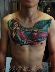男性胸部一张彩色观音纹身图片