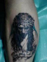 腿部耶稣头像纹身图片