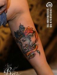 手臂内侧经典前卫的象神纹身图片