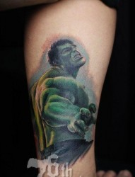 腿部流行很酷的一张绿巨人纹身图片