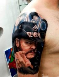 给大家推荐一张欧美人物肖像纹身作品