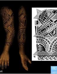 手臂经典潮流的图腾花臂纹身图片