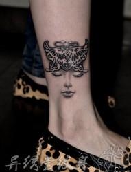 美女腿部漂亮的蝴蝶纹身图片