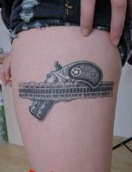 传统风格的一组大花腿纹身图案作品欣赏图片