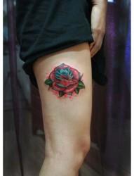 美女腿部潮流精美的彩色玫瑰花纹身图片