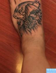 一幅脚背死神纹身图片由纹身520图库推荐