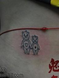 美女腰部超可爱的小熊纹身图片