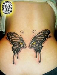 美女腰部精美潮流的蝴蝶翅膀纹身图片