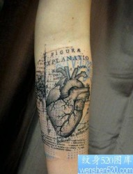 一幅手臂心脏文身图片由纹身520图库推荐