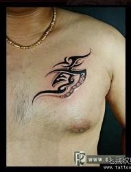 男生胸部个性图腾纹身图片