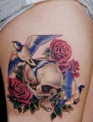 腿部小鸟和骷髅纹身