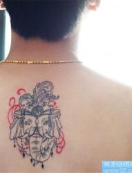 背部抽象象神纹身图案