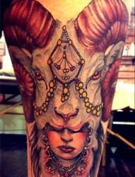 最好的纹身带你推荐一款腿部个性彩色羚羊纹身图案