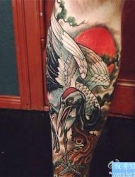 一款个性的包腿白鹤纹身图案