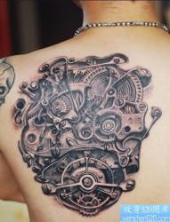 一款背部个性的机械纹身图案