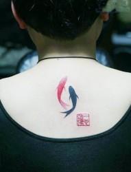 小清新背部鱼纹身图案