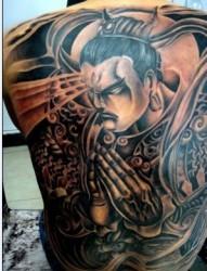 满背二郎神黑白纹身图案