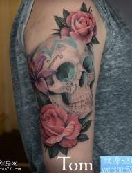 一款手臂骷髅玫瑰纹身图案