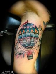 小腿上一款浪漫的热气球纹身图案