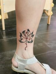脚踝处妖艳的代表九尾狐纹身图案