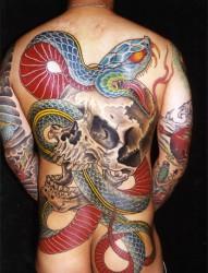 满背霸气的蛇纹身