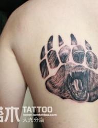 熊掌印纹身遮盖纹身