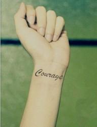 女性手腕一串英文纹身