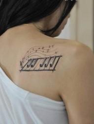 女生后肩小清新纹身