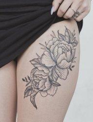 女孩性感腿部的漂亮纹身图案