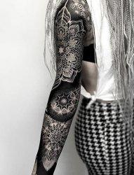 2016最大面积黑色的几何满臂纹身图案