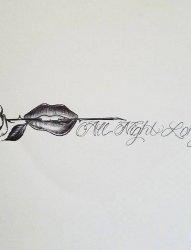 个性的黑色英文短句和嘴唇咬玫瑰纹身手稿