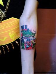 个性鳄鱼先生手臂纹身图案