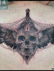 很酷的匕首骷髅与翅膀纹身图案