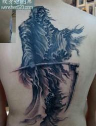 背部酷气的死神镰刀纹身图案