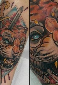 小腿欧美狮子匕首纹身图案