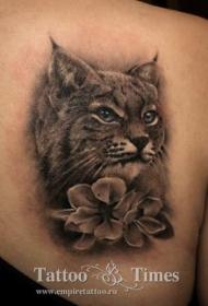 3D非常逼真的黑白野猫与花朵纹身图案