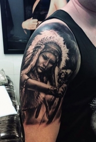 手臂黑色的印度女子射箭纹身图案