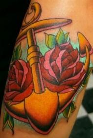 传统的船锚与玫瑰纹身图案