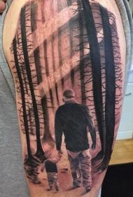 手臂父亲和儿子在森林里行走3D纹身图案