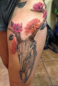 大腿3D自然彩色的动物头骨与花卉纹身图案