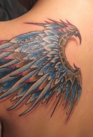 背部彩色3D逼真的羽毛翅膀纹身图案