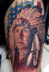 手臂印第安人肖像与美国国旗纹身图案
