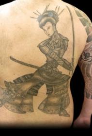 背部艺妓严酷的战斗纹身图案