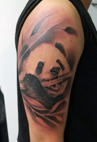 大臂写实风格熊猫与竹子纹身图案