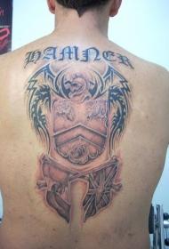 背部战士盾牌和旗帜纹身图案