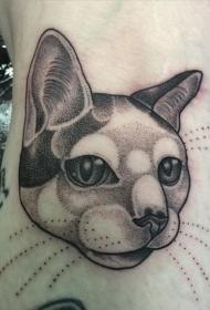 点刺风格黑色可爱的猫头纹身图案