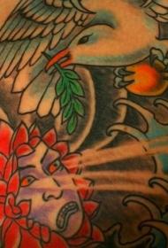 彩绘日式花朵魔鬼和鸽子纹身图案