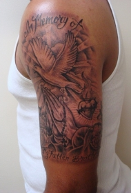 手臂祈祷之手和鸽子字母黑白纹身图案