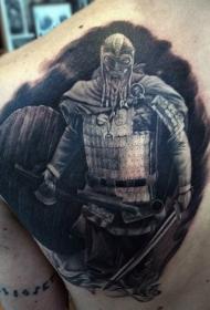 背部黑色的幻想中世纪武士纹身图案
