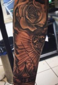 手臂黑色玫瑰与钻石和皇冠纹身图案